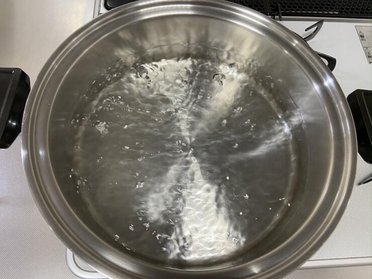 ウワバミソウ湯を沸かす